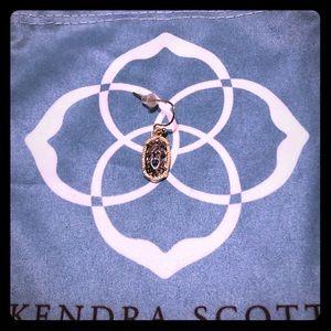 A single Kendra Scott never worn earring 💖🌟✨